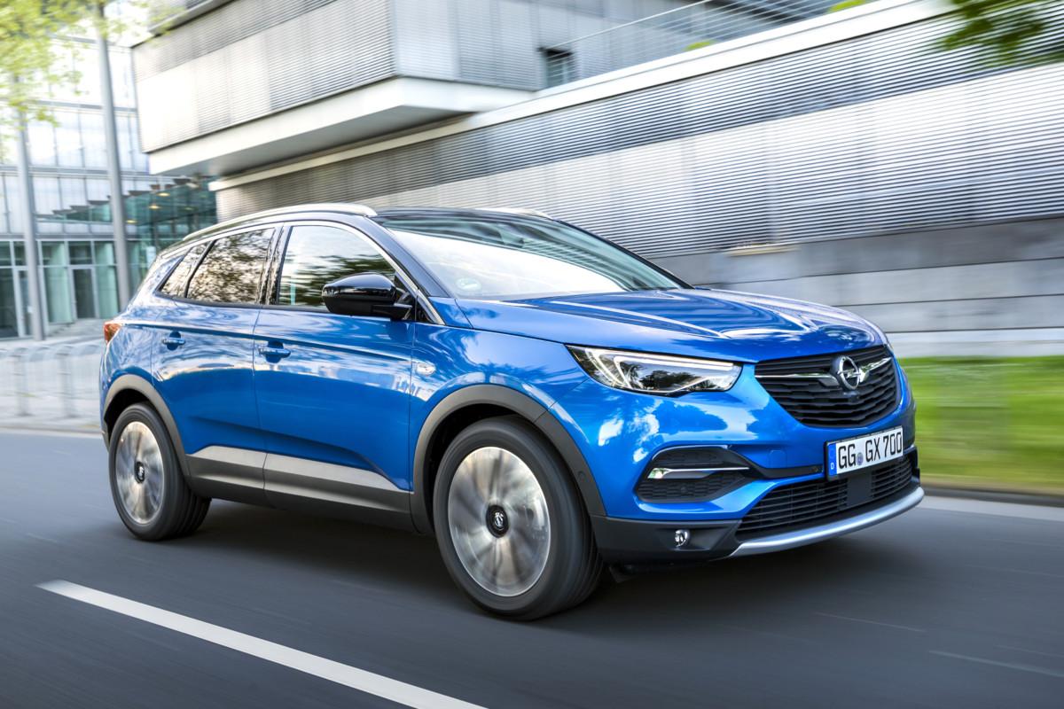 Opel Grandland X lancia la sfida