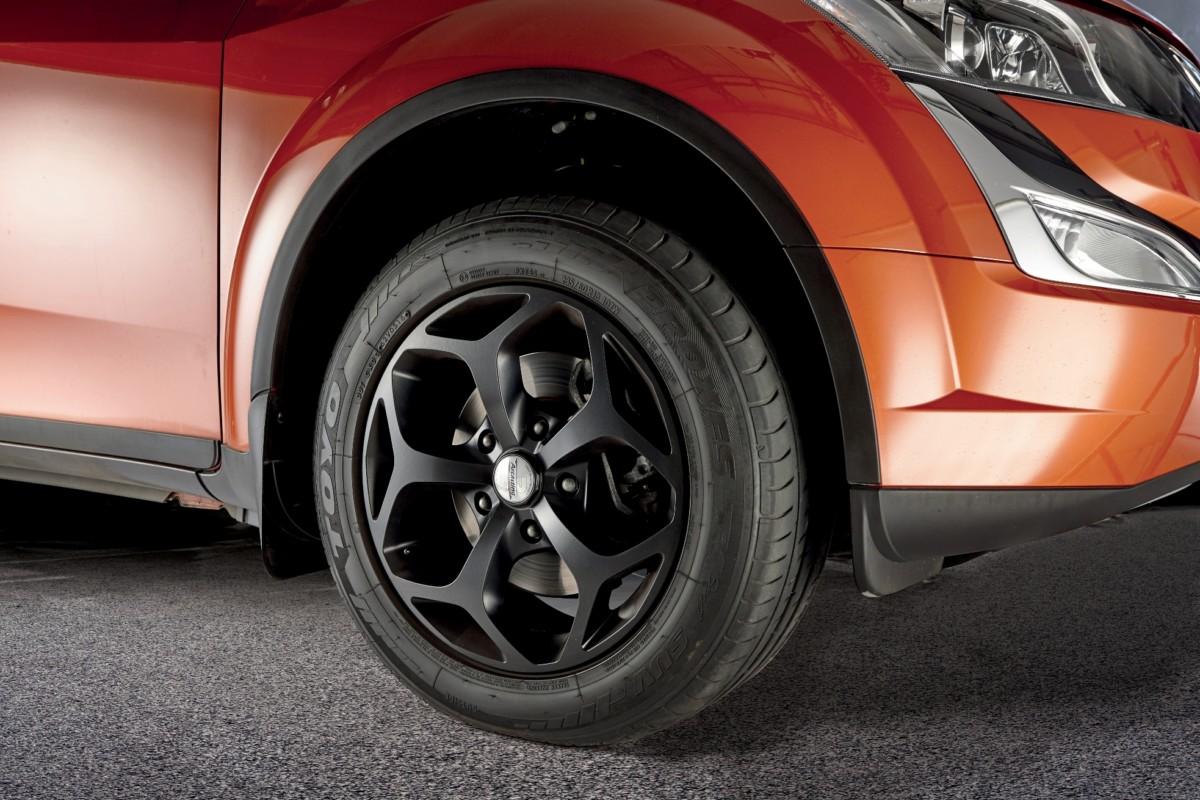 Toyo Tires per nuovo Mahindra XUV500 W10