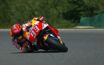 MotoGP: a Brno la pole è di Marquez, Rossi 2°