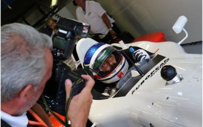 Ivan Capelli in pista a Monza con la F1 biposto