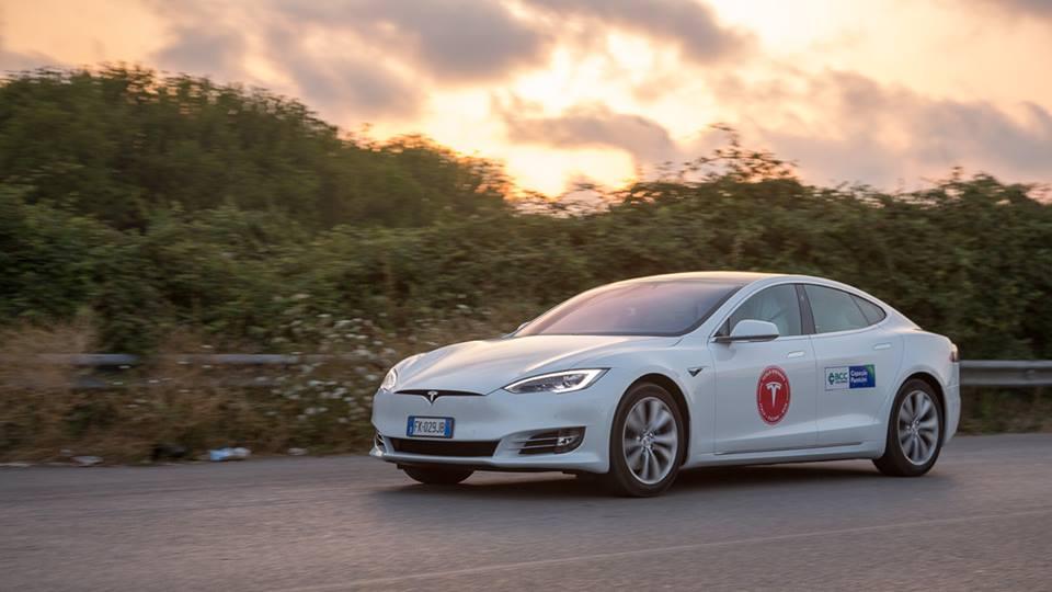 Tesla Model S: oltre 1.078 chilometri con una carica