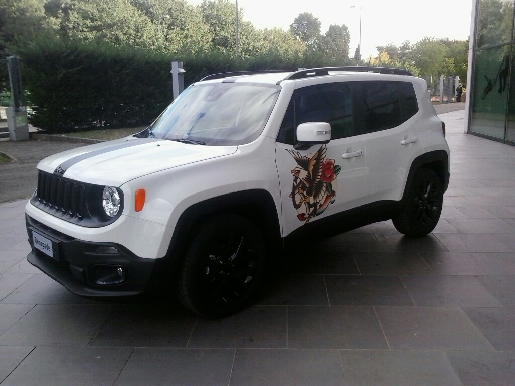 Una Jeep Renegade tatuata!