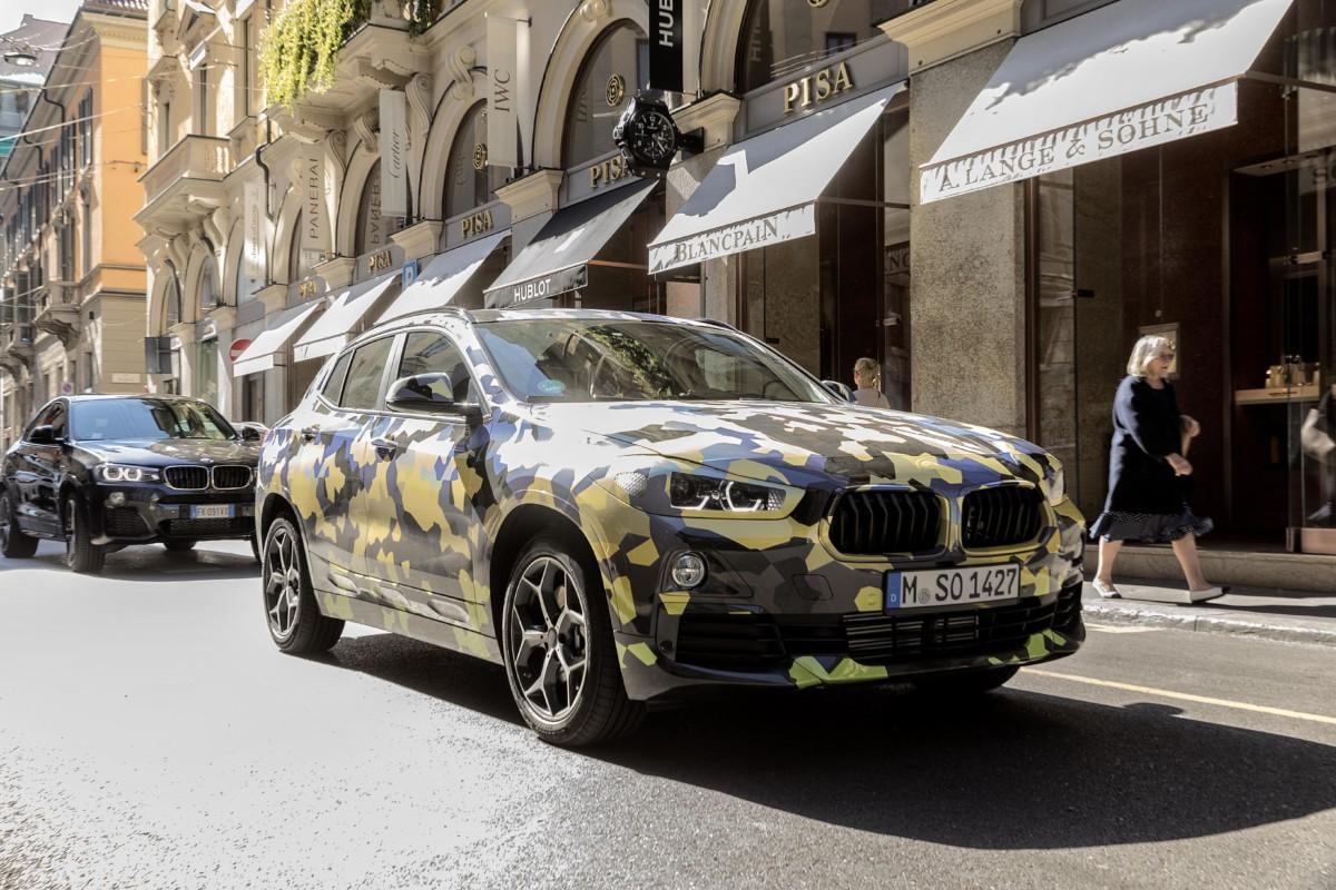BMW X2 Digital Camouflage in giro per Milano