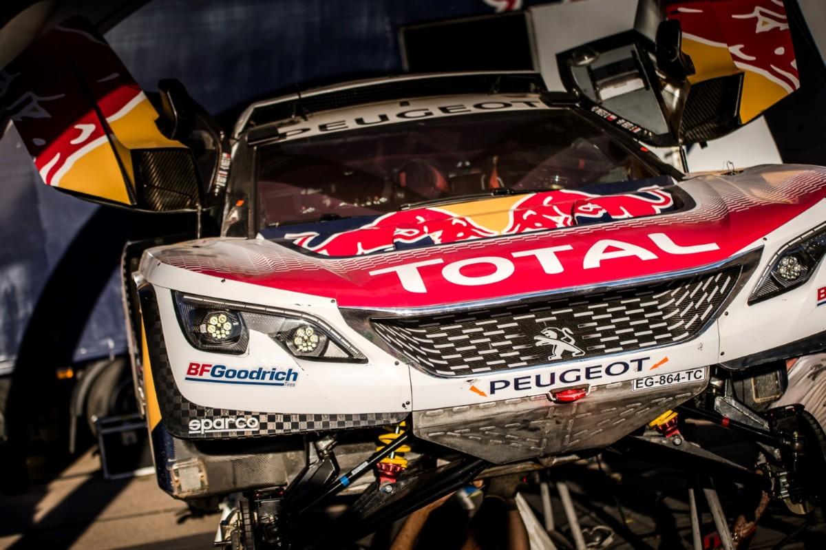 Le Peugeot 3008DKR accendono i motori in Marocco