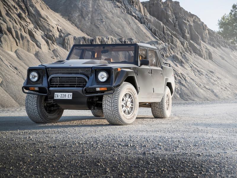 Lamborghini LM002: la storia nel segmento SUV