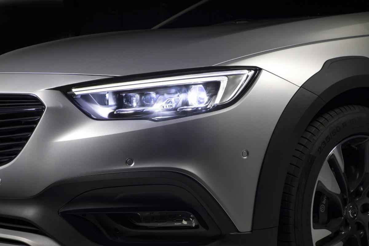 Inverno in sicurezza con gli innovativi fari Opel