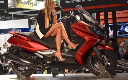 Donne a EICMA: Salone della moto o della carne?