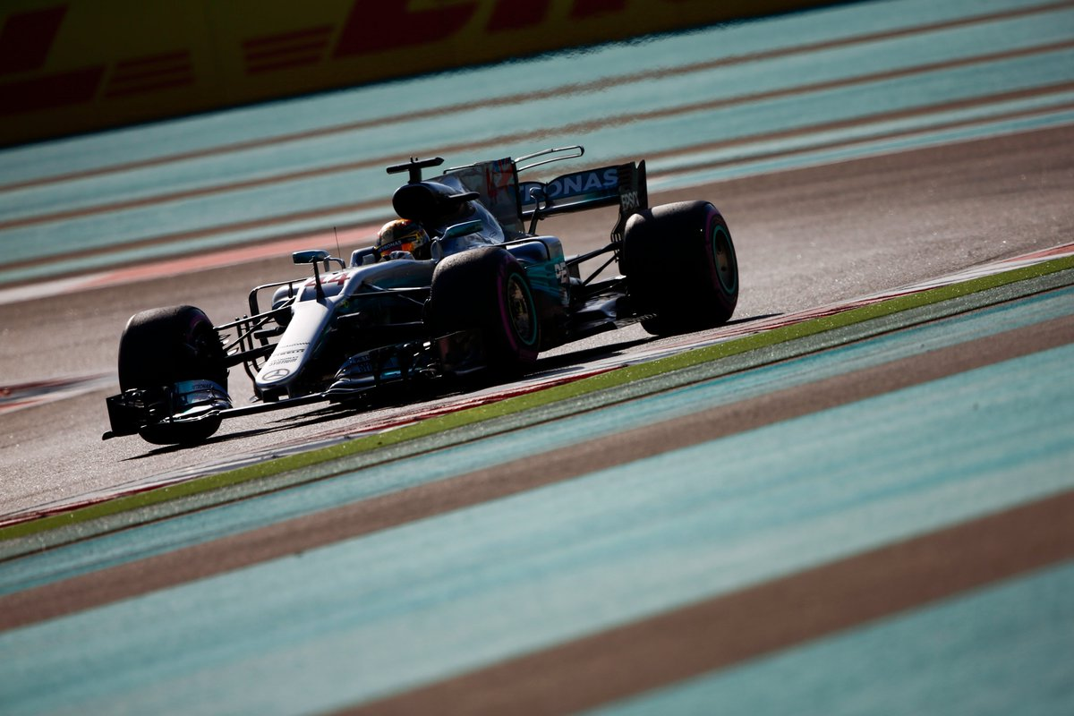 Abu Dhabi: Mercedes, Ferrari e ombrellone nelle FP3