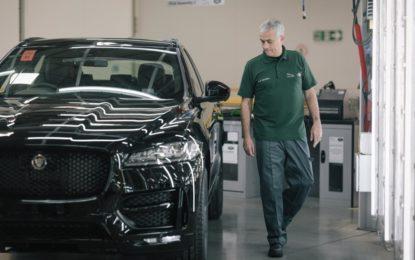 José Mourinho controlla la sua Jaguar F-PACE