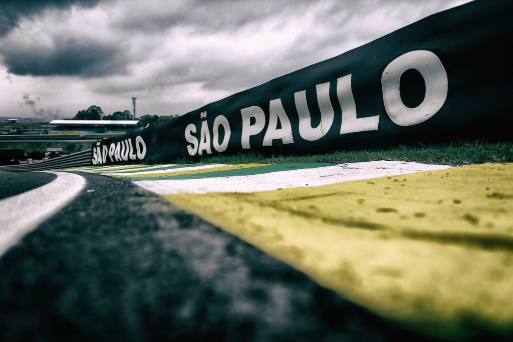 Lasciare Interlagos per Rio? Follia per Raikkonen e Hamilton