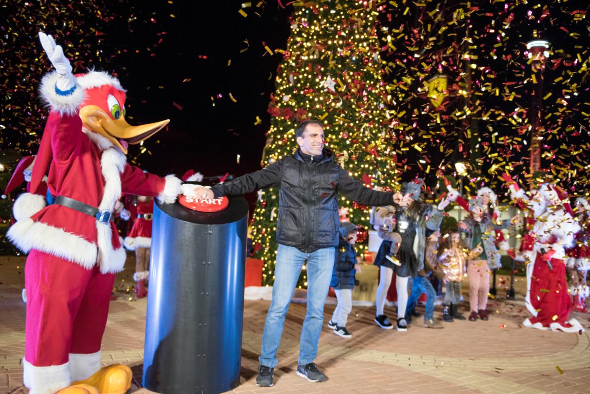 Marc Gené dà il via al Natale a Ferrari Land