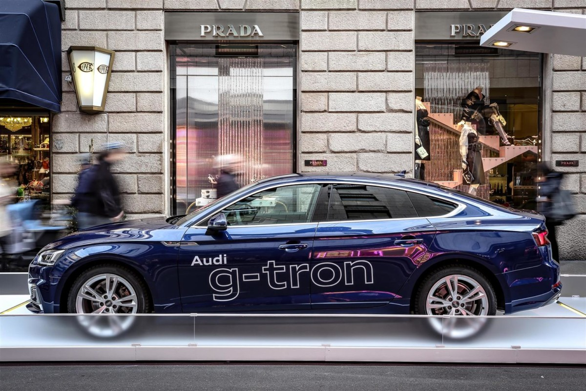 Audi g-tron: sostenibilità premium in Via Montenapoleone