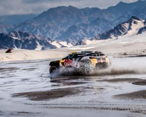 Peugeot consolida la leadership. Tolta la penalità a Sainz