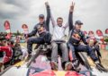 Carlos Sainz trionfa nell'ultima Dakar di Peugeot