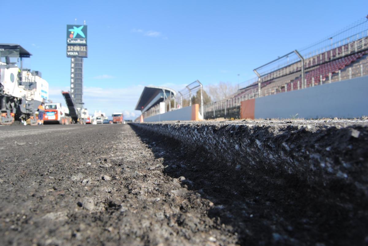 A un mese dai test, Barcellona rifà l'asfalto
