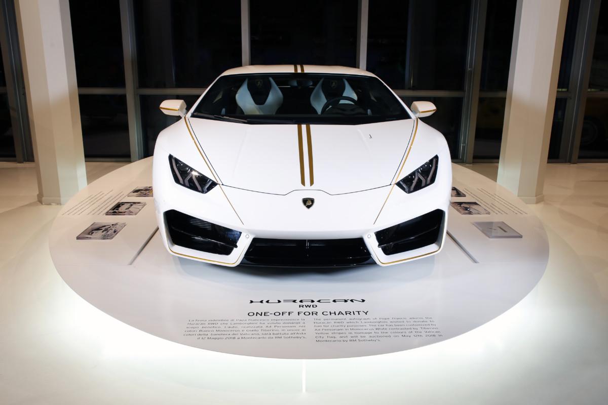 Al Museo Lamborghini la Huracán donata al Papa