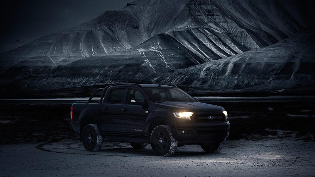 Ford Ranger Black Edition nel buio delle Svalbard