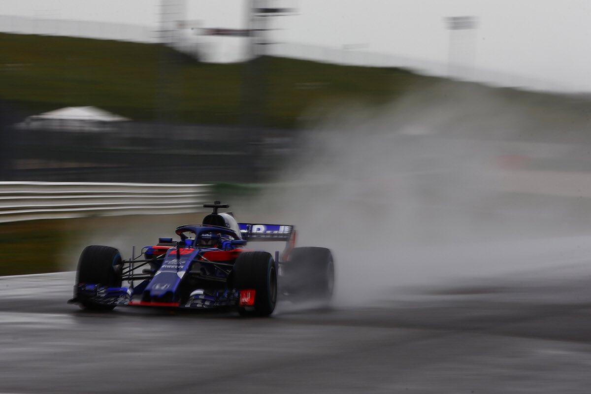 A sorpresa una foto della Toro Rosso STR13