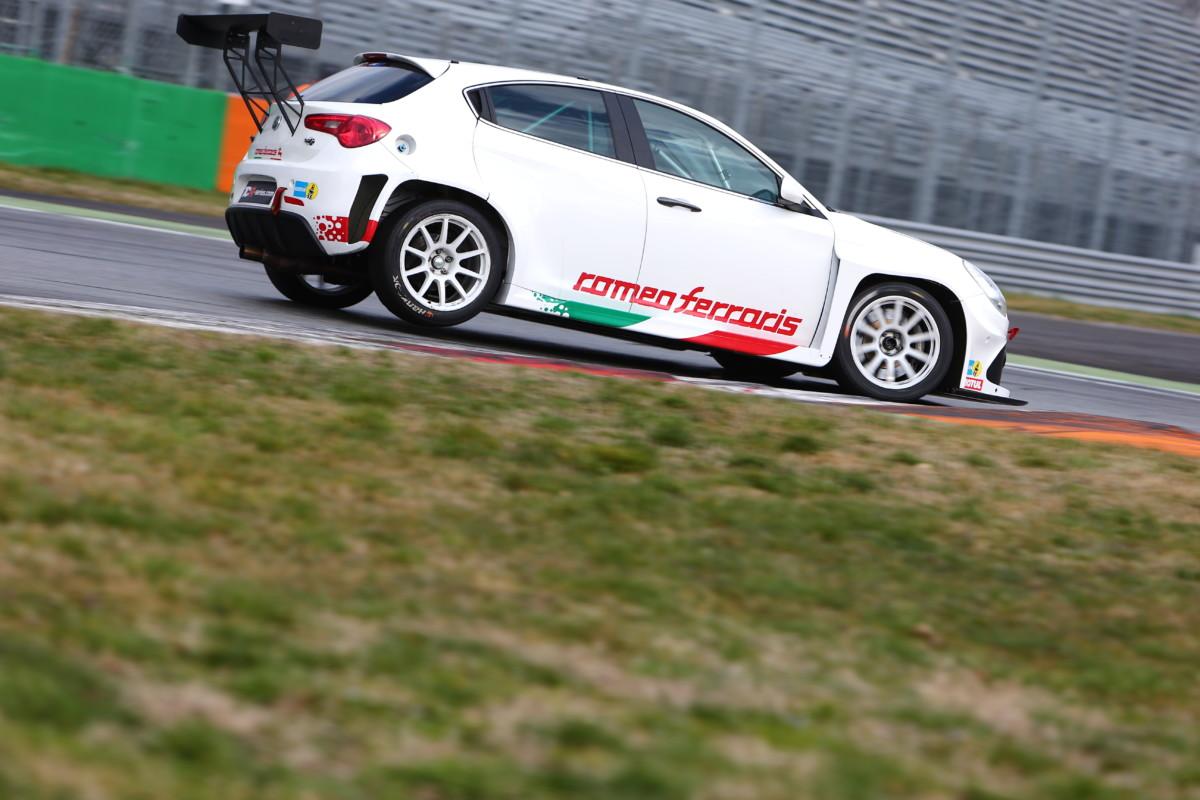 Giovanardi con Alfa e Romeo Ferrari nel WTCR