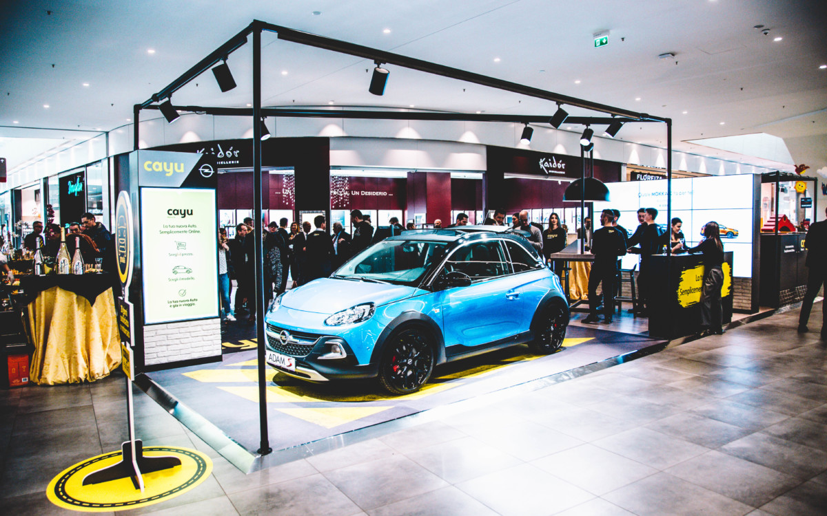 Opel all'inaugurazione del primo CAYU store italiano