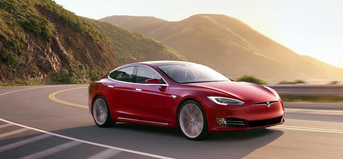 Tesla S: andrà anche su Marte, ma ne richiamano 123.000