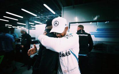 Hamilton in ritardo sul podio per consolare Bottas