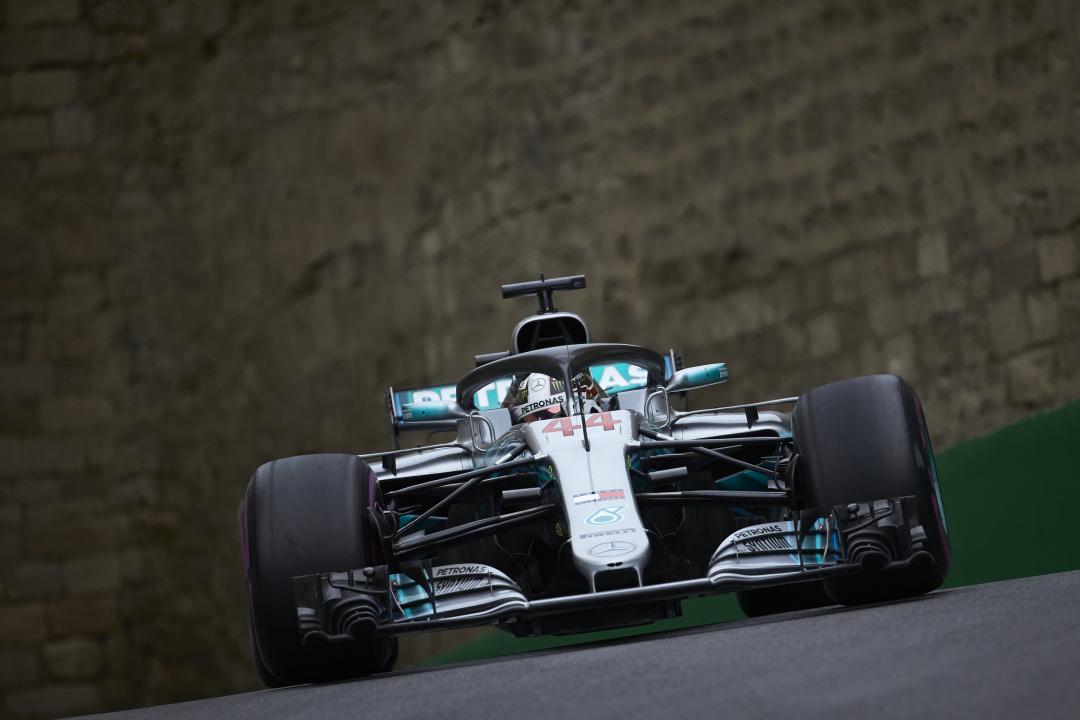 Baku: Hamilton vince il GP dei colpi di scena