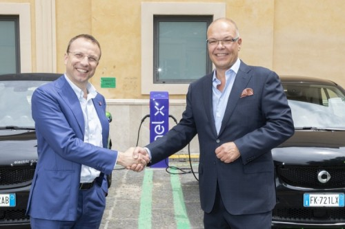 smart presenta 'ready to charge'