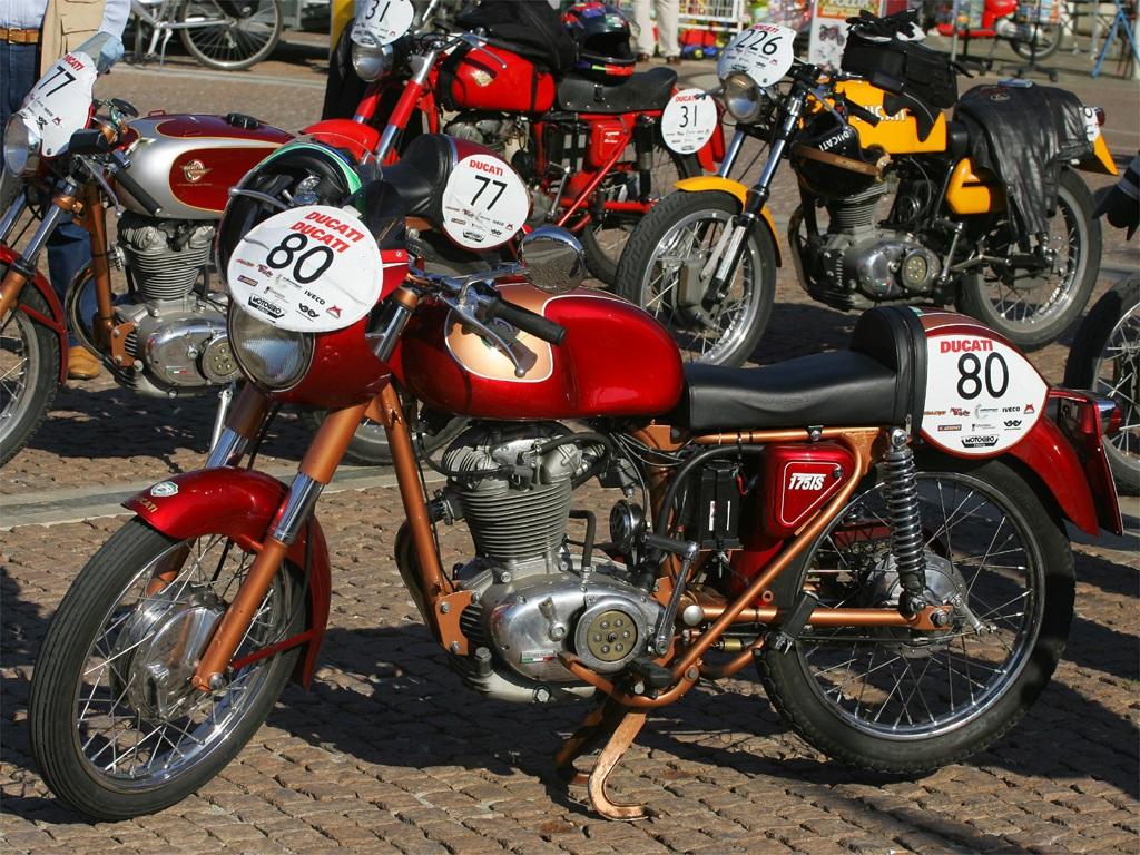 Il Motogiro d'Italia parte dalla Ducati