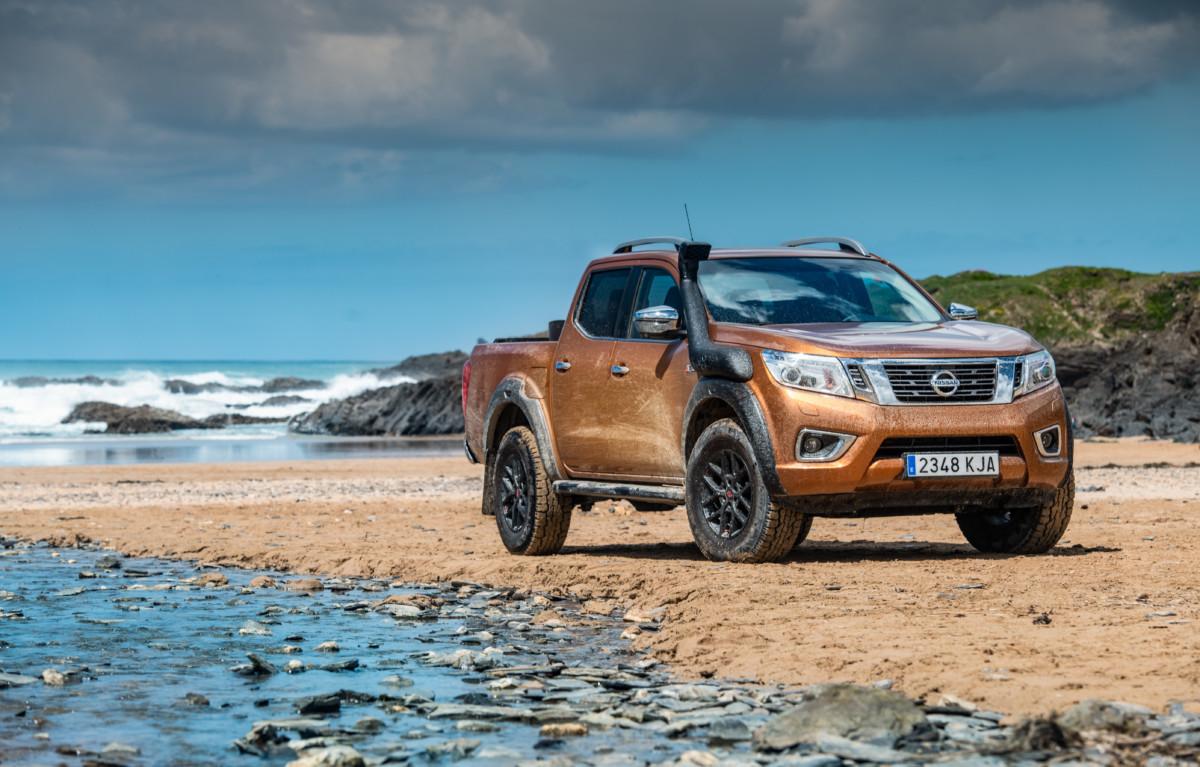 Nissan Navara per ripulire le spiagge dalla plastica