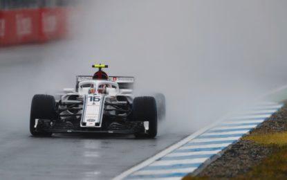 Germania: pioggia sulle FP3, miglior tempo di Leclerc