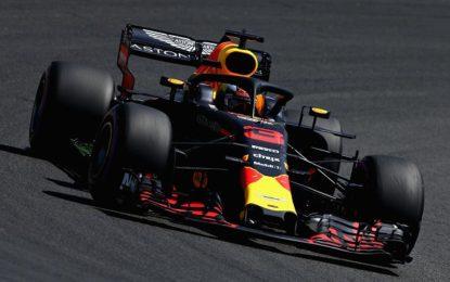 Germania: Hamilton tra le Red Bull nelle FP1, Vettel 4°