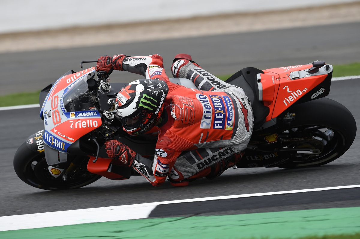 Silverstone: doppietta Lorenzo-Dovizioso in qualifica. Rossi 12°