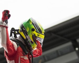 F3: Mick Schumacher vince Gara 1, fa due pole ed è leader