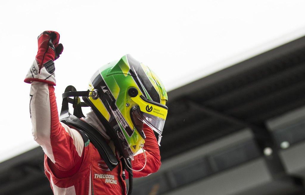 F3: Mick Schumacher vince Gara 1, fa due pole ed è leader