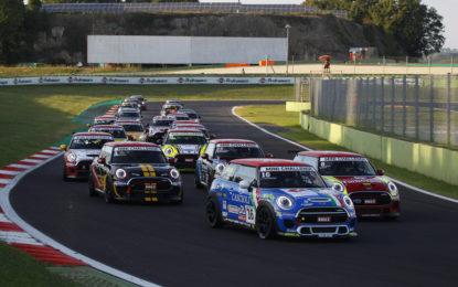 MINI Challenge: il punto su Gara 1 a Vallelunga