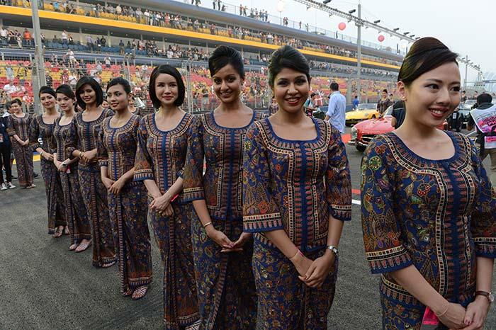 Singapore se ne frega e tiene le grid girls