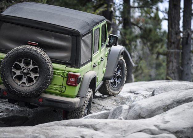 In montagna con l'equipaggiamento Jeep