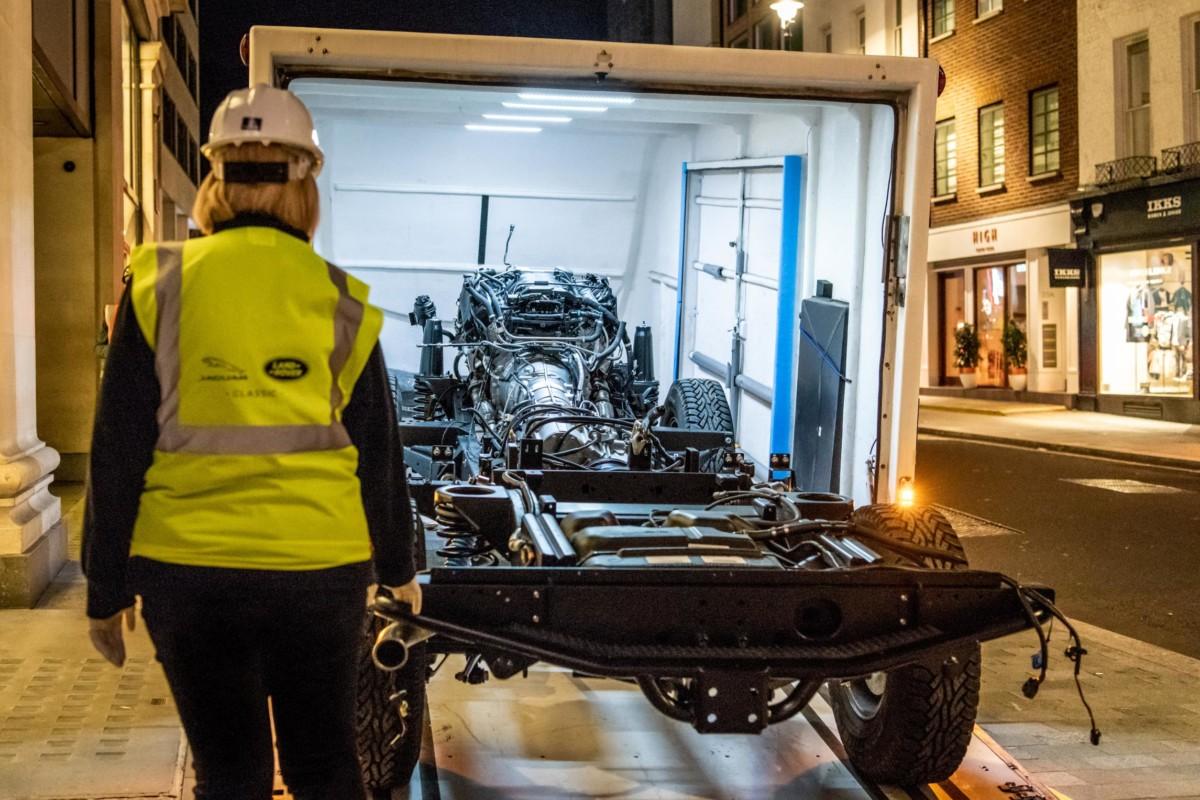 Una Land Rover Defender unica all'interno di Selfridges