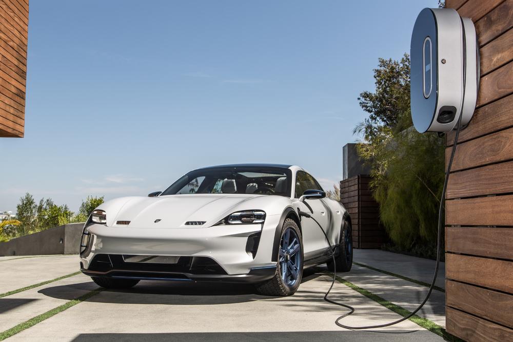 Porsche nella mobilità elettrica con la nuova Taycan