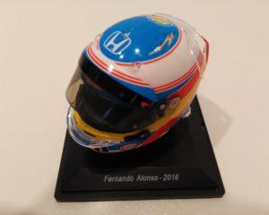 Il casco di Alonso in edicola per celebrare i suoi ultimi due GP