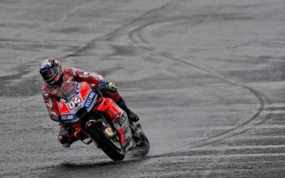 MotoGP: Dovizioso trionfa a Valencia. Rossi cade quando era 2°
