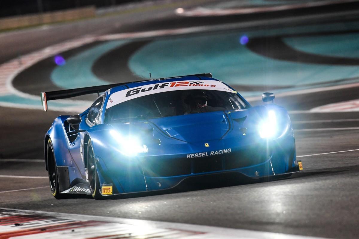 Ferrari alla 12 Ore del Golfo: solo ragazze sulla #83