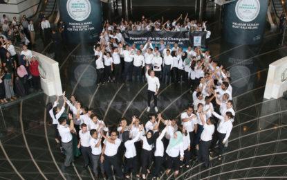 Bottas e Mercedes festeggiano il quinto Titolo con Petronas