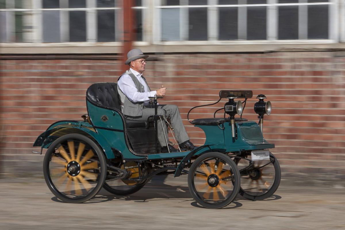 Opel festeggia 120 anni di automobili
