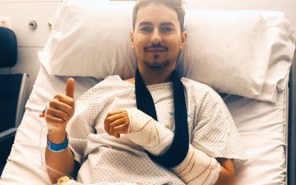 Jorge Lorenzo operato alla mano