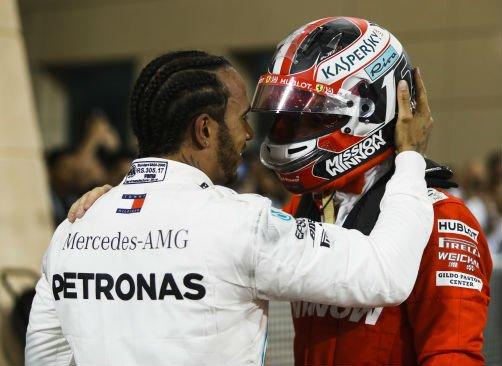 Hamilton vince in Bahrain grazie a un guasto che tradisce Leclerc