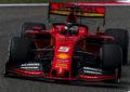 Ferrari al lavoro sull'ala posteriore