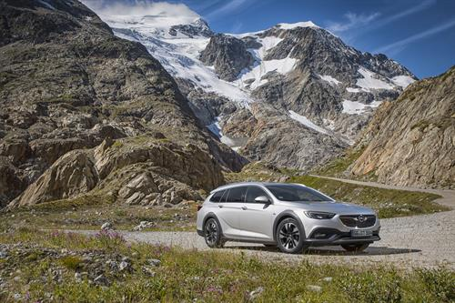 """Opel Insignia """"All-Wheel Drive Car Of The Year 2019"""""""