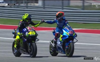 Marquez out. Rins e Rossi infiammano Austin. Dovi torna leader